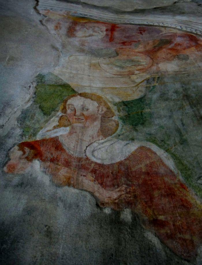 figure sacre nella chiesa di San Giovanni in Tuba