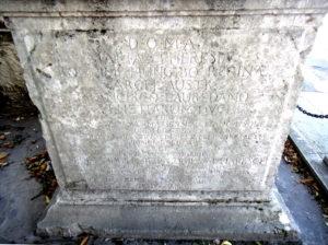 iscrizione in latino sul cippo tra Fogliano e Sagrado