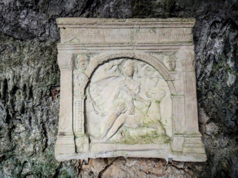 calco di Mitra tauroctono presso il Mitreo di Duino; archeologia Italia